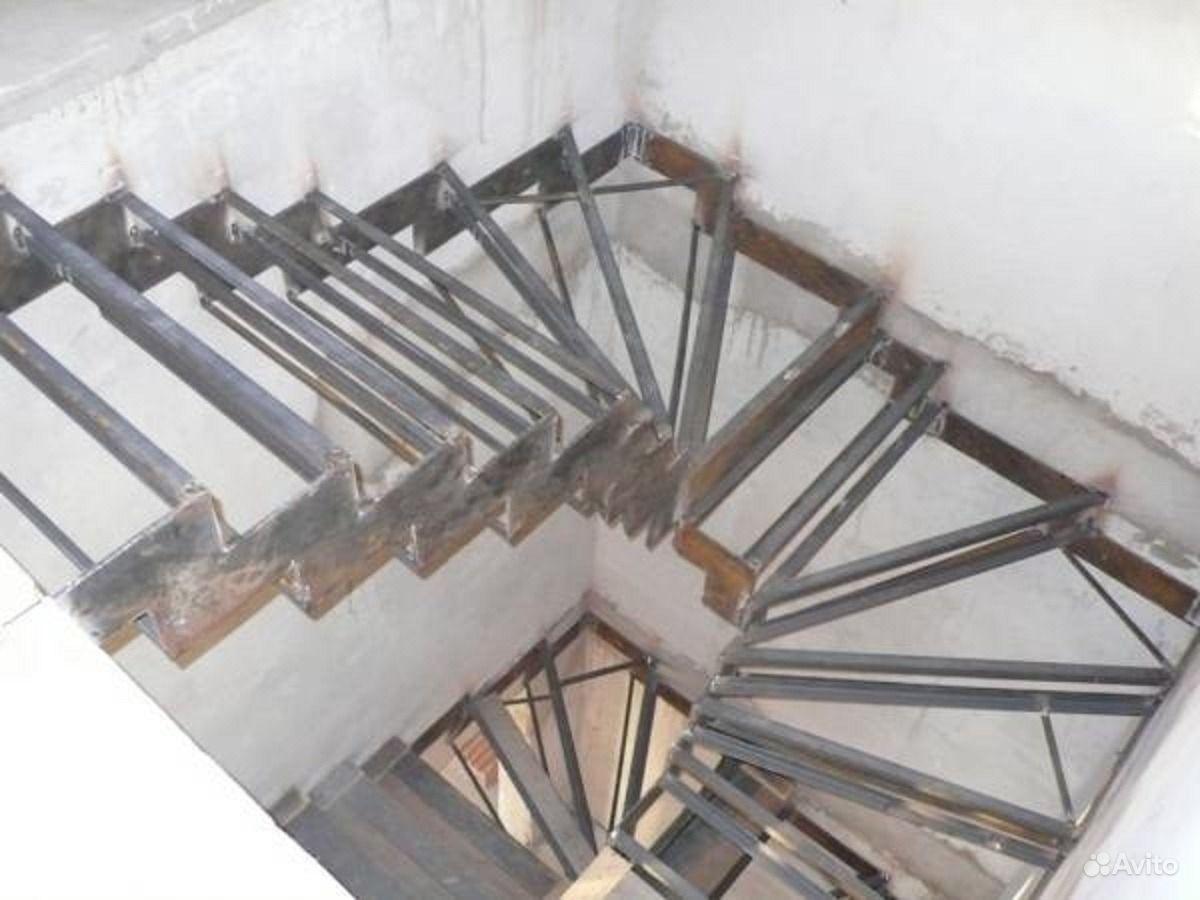 Металлические поворотные лестницы своими руками