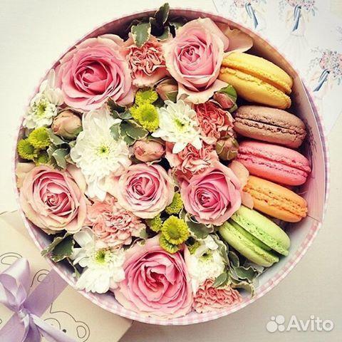 Коробка с цветами и макарунами в Новосибирске купить в ZB72