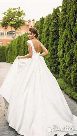 979315b0ded Атласные новые свадебные платья.И фата купить в Москве на Avito ...