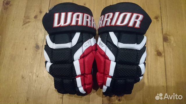 89036020550 Хоккейные перчатки Warrior QR1, p. 13, черн/кр/бе